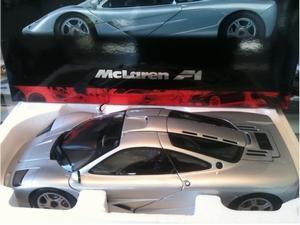 1994 McLaren F1 Road Car (1:12)